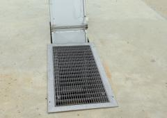 - Tablettes, capotages, grilles, caissons, trappes, protections inox
