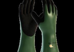 - Gants de protection chimique